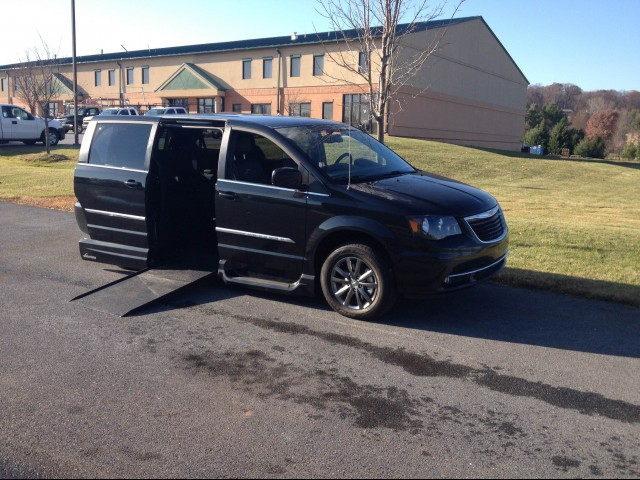 2015 Chrysler Town & Country VMI Chrysler Northstar Wheelchair Van For Sale