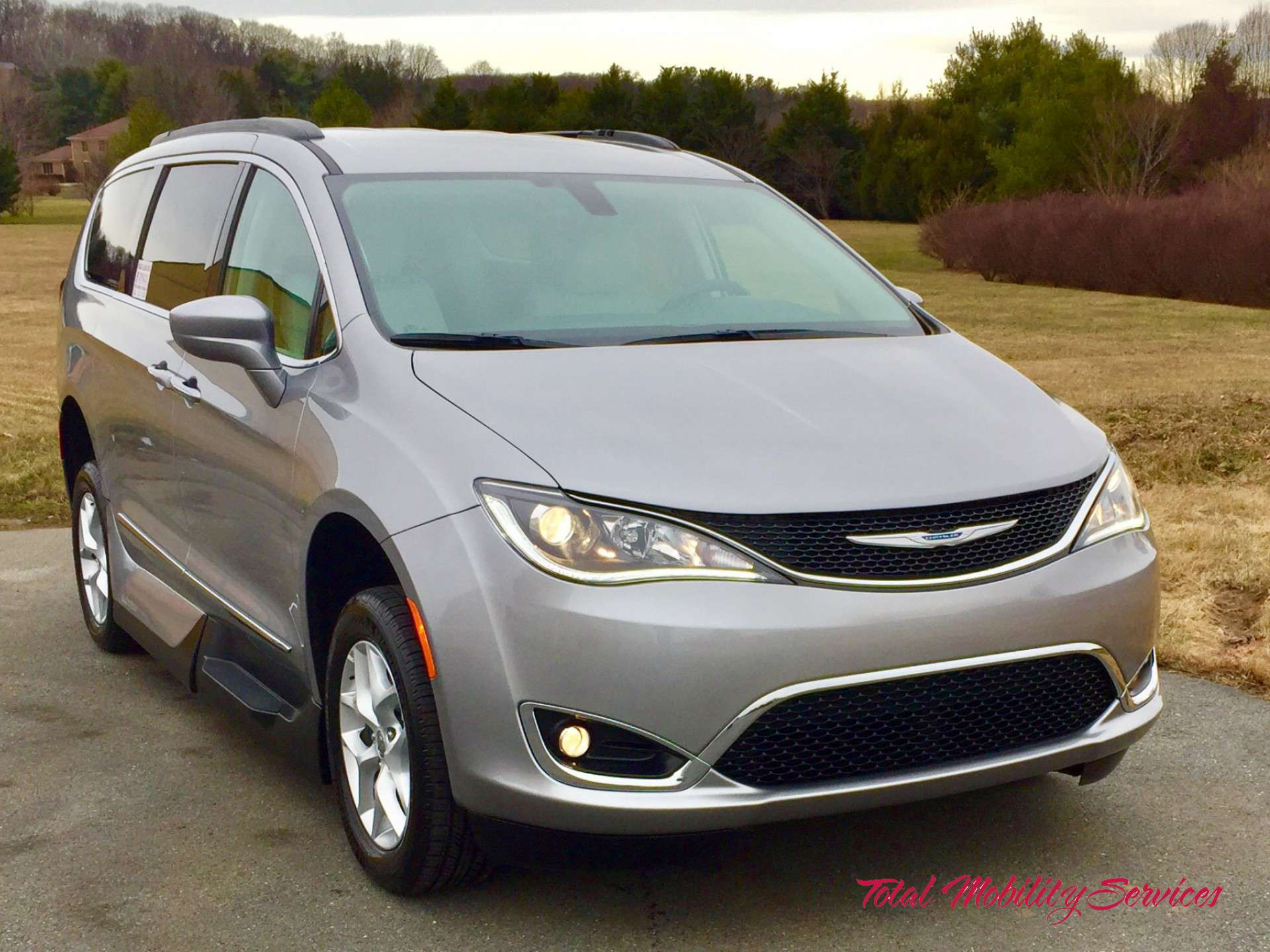 wheelchair van for sale 2017 chrysler pacifica stock hr538968 total mobility services. Black Bedroom Furniture Sets. Home Design Ideas