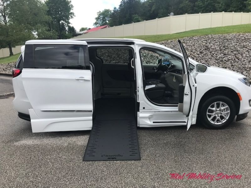 New 2020 Chrysler Pacifica.  ConversionBraunAbility Chrysler Entervan Xi Infloor