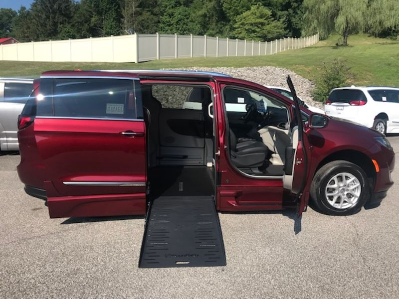 New 2020 Chrysler Pacifica.  ConversionBraunAbility Chrysler Entervan XT