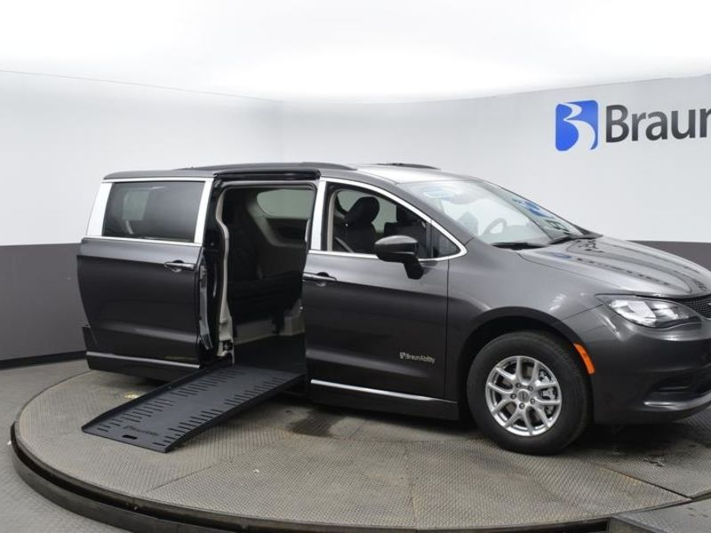 New 2021 Chrysler Voyager.  ConversionBraunAbility Chrysler Entervan II